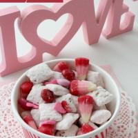 Strawberry Muddy Buddies Valentine's Day Recipes