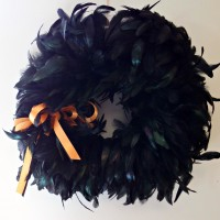 DIY Halloween Wreath with black feathers - www.sweetpenniesfromheaven.com